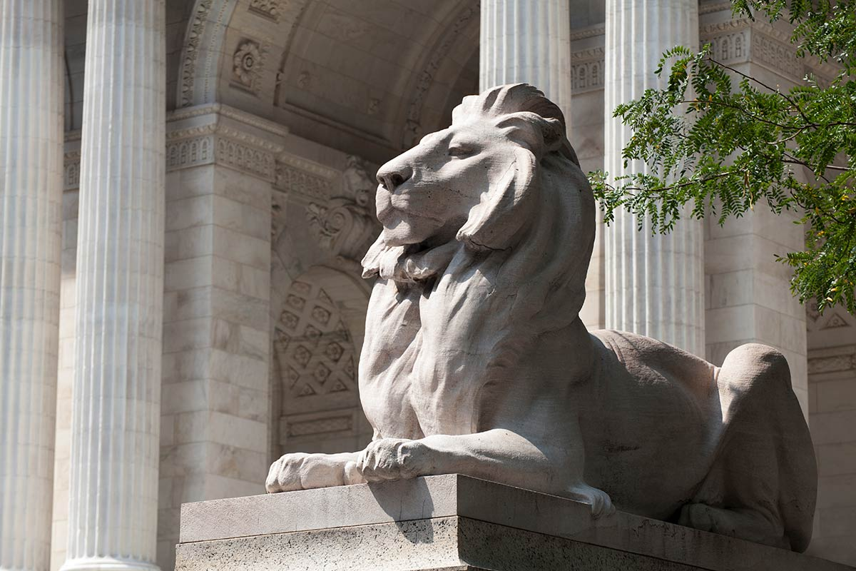 Stone lion sculpture in front of New York Public Library